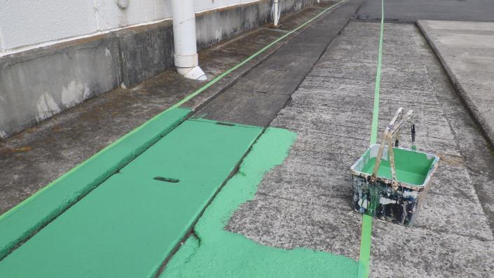 神奈川県小田原市の某精密機械・製造工場|アスファルトの塗装工事(塗料:ハードライン)