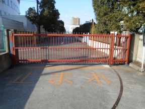 神奈川県平塚市の某工場の門|鉄部(パワーMレタン)の塗装工事
