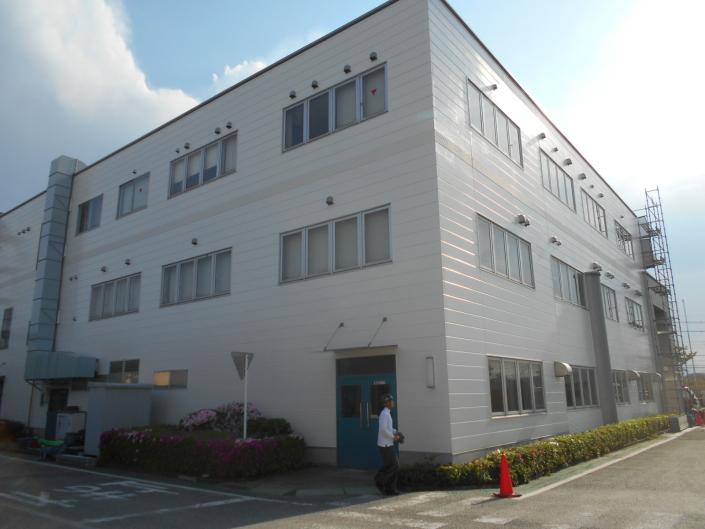 事務棟の外壁の塗装工事|神奈川県小田原市・某繊維工場の塗装リフォーム