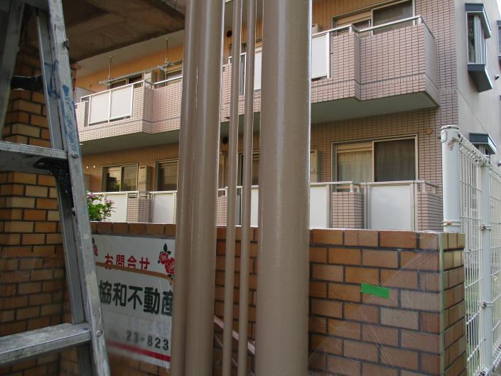マンションの鉄柱の塗装工事|神奈川県茅ケ崎市・某賃貸マンションの塗装リフォーム
