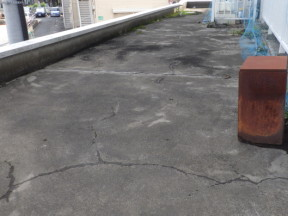 雨漏りによる屋上の防水工事(プルーフロン)|神奈川県平塚市の某マンション