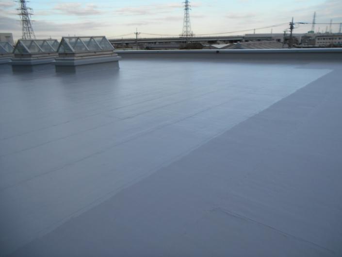 雨漏りによる屋上の防水工事(水性防水材・密着工法)|神奈川県茅ケ崎市の某工場