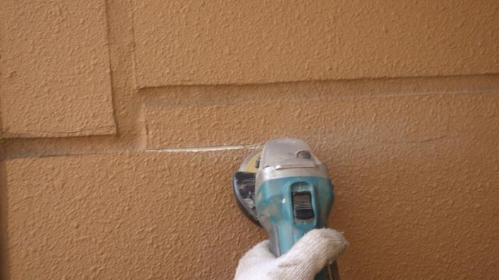 外壁のクラック(ひび割れ)補修工事|神奈川県茅ケ崎市の某ホテルの外装リフォーム