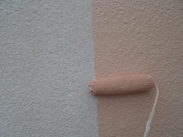外壁の上塗り塗装(1回目)