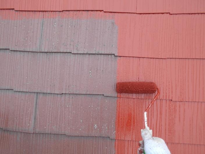 屋根の上塗り塗装(1回目)