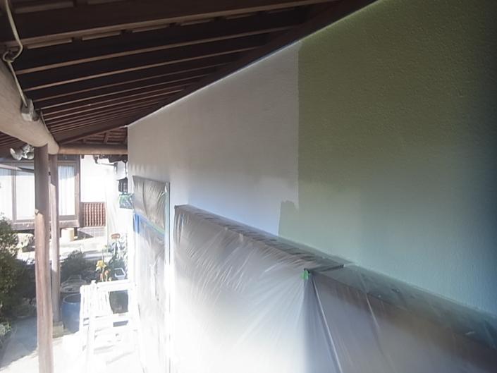 リシン壁の中塗り塗装