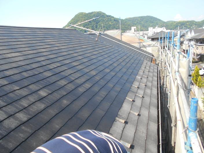 屋根の下塗り塗装(シーラー塗布)