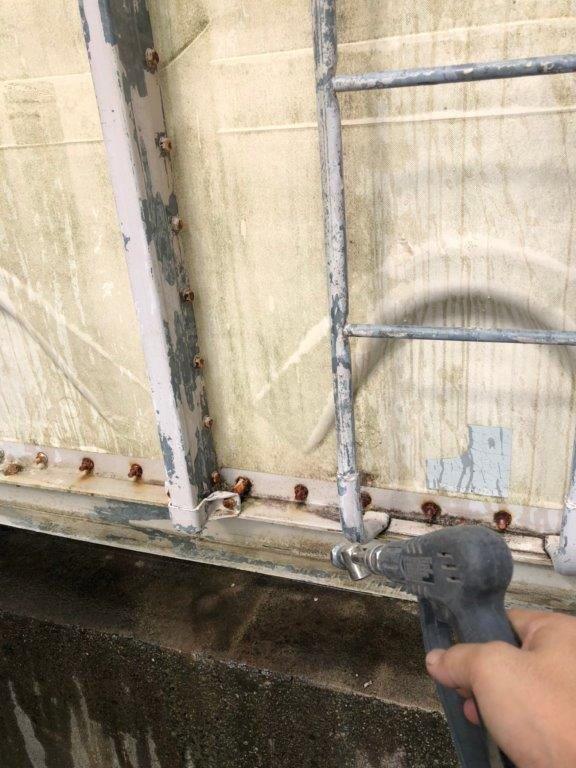 タンクの高圧洗浄作業