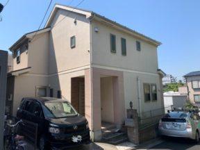 白と黒の2色分け塗装でお洒落な雰囲気の外観へ|横浜市のT様邸にて外壁の塗装工事